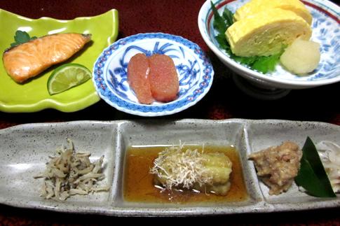田乃倉朝食【鮭・明太子・だし巻き卵・おかず三種】